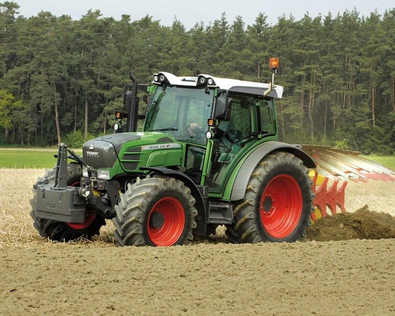 Колёсный трактор Fendt 200 Vario